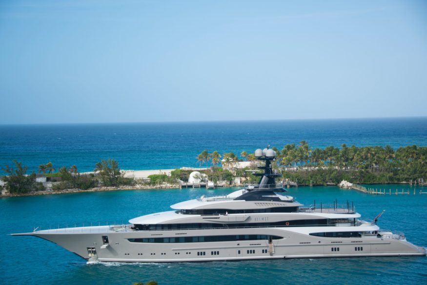 white-and-blue-yacht-on-body-of-water-843633